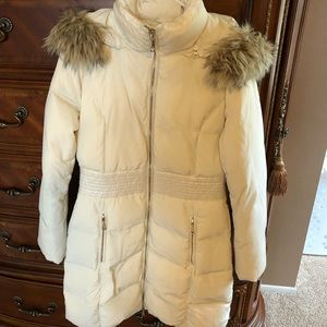 GUESS off white puffer downfill winter coat.